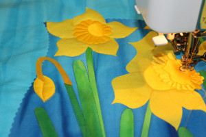 machine quilting the daffodils