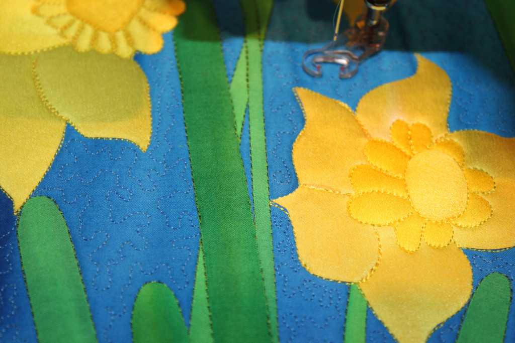 machine quilting the background with silk thread