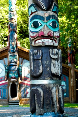 native-american-totem-poles-totem-bight-2